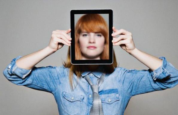 donna-tablet-faccia_214692