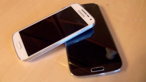 Samsung-Galaxy-S4-vs-Samsung-Galaxy-S4-mini-630x355